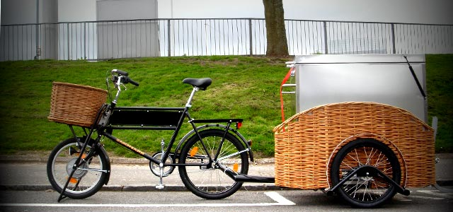 Modern electric assist delivery bike with trailer