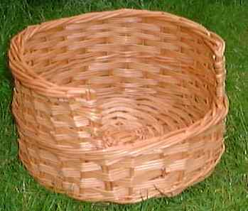 Small size pet basket suitable for a cat or a small dog