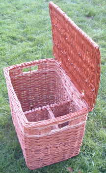 Basket with internal dividers
