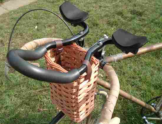 Bicycle basket on tri-bars